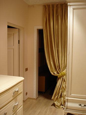 Спальня. Вход в ванную комнату.